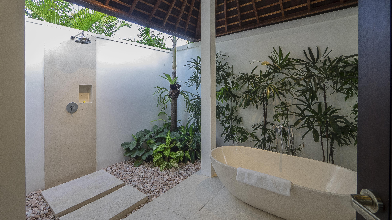 Semi Open Bathroom with Bathtub - Villa Tjitrap - Seminyak, Bali