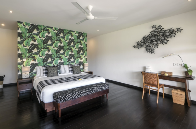 Bedroom with Study Table - Villa Tjitrap - Seminyak, Bali
