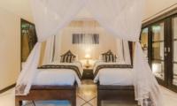 Bedroom with Twin Beds - Villa Tresna - Seminyak, Bali
