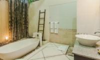 Bathroom with Bathtub - Villa Tresna - Seminyak, Bali