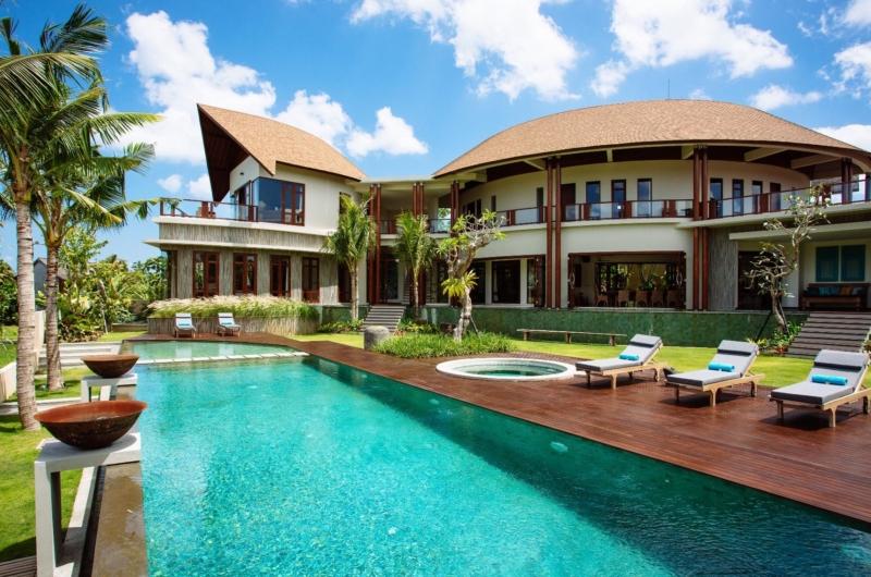 Pool Side Loungers - Villa Umah Daun - Umalas, Bali