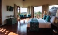 Bedroom with Wooden Floor - Villa Umah Daun - Umalas, Bali