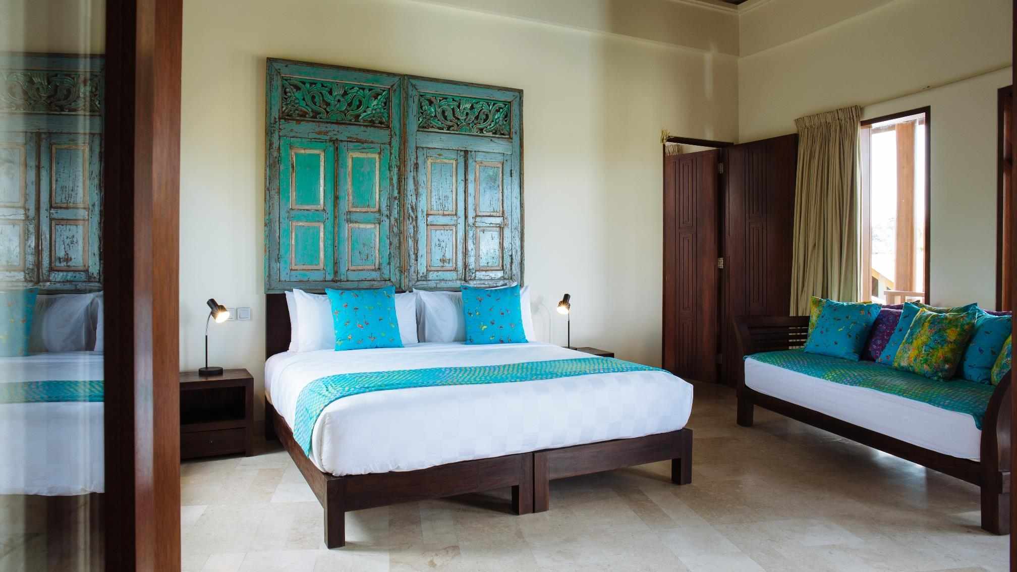 Bedroom with Table Lamps - Villa Umah Daun - Umalas, Bali