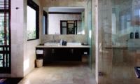 His and Hers Bathroom - Villa Umah Daun - Umalas, Bali