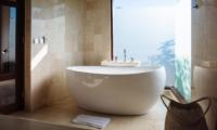 Bathroom with Bathtub - Villa Umah Daun - Umalas, Bali