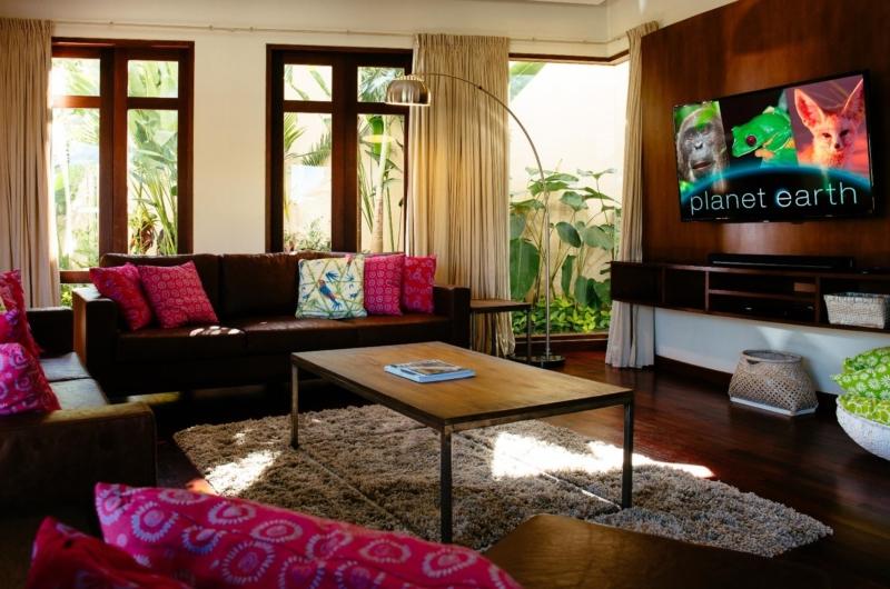 Lounge Area with TV - Villa Umah Daun - Umalas, Bali