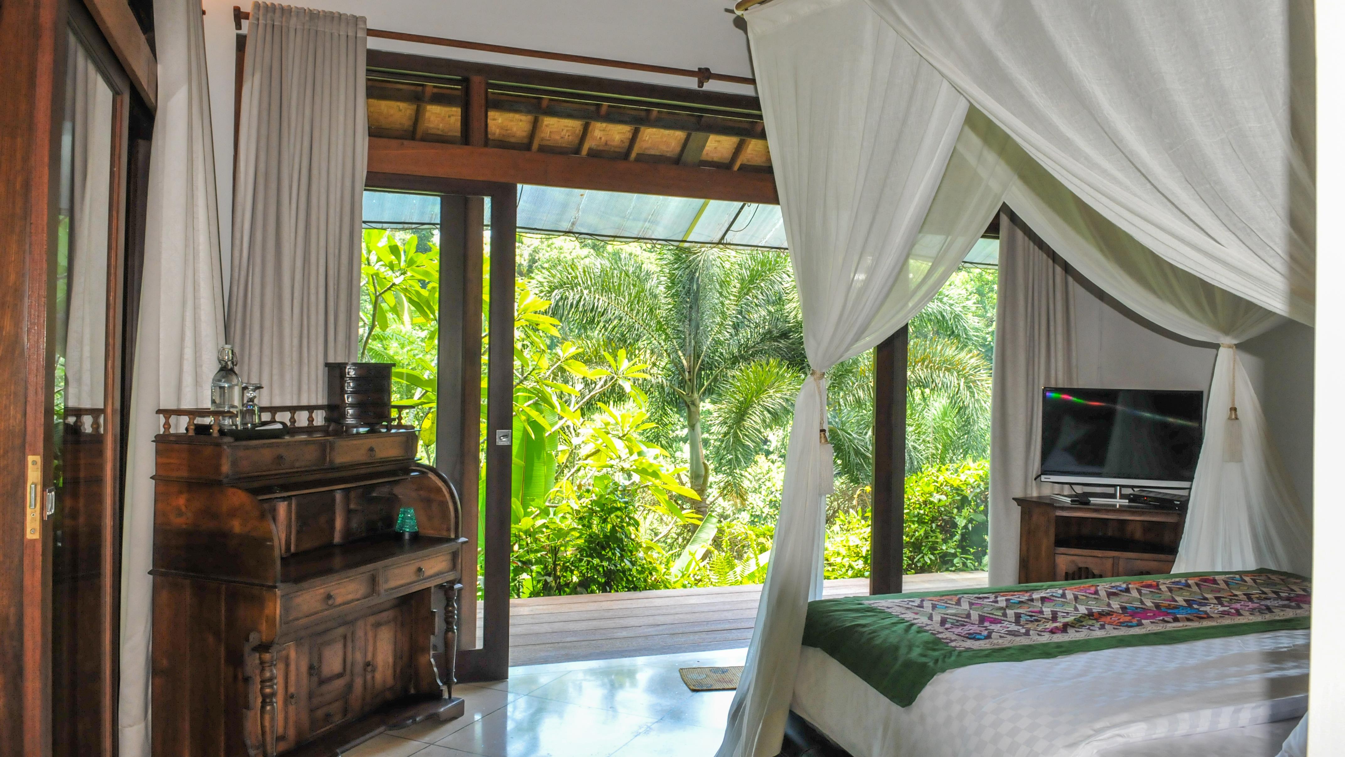 Bedroom and Balcony with TV - Villa Umah Shanti - Ubud, Bali