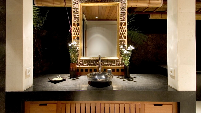 Bathroom with Mirror at Night - Villa Vajra - Ubud, Bali
