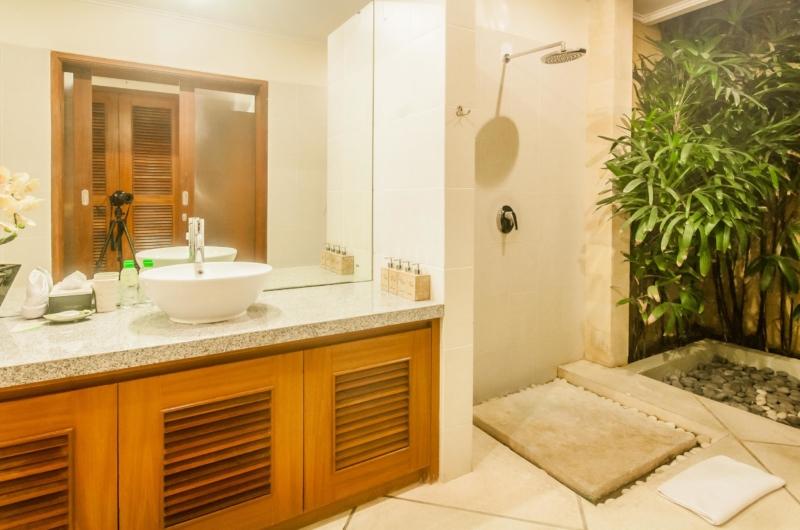Bathroom with Mirror - Villa Vara - Seminyak, Bali