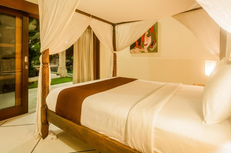 Bedroom with Four Poster Bed - Villa Vara - Seminyak, Bali