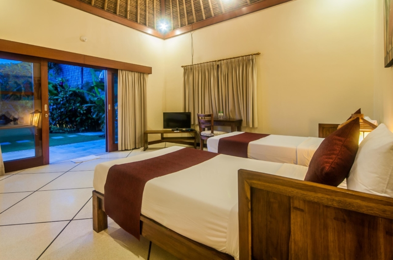 Twin Bedroom with Garden View - Villa Vara - Seminyak, Bali