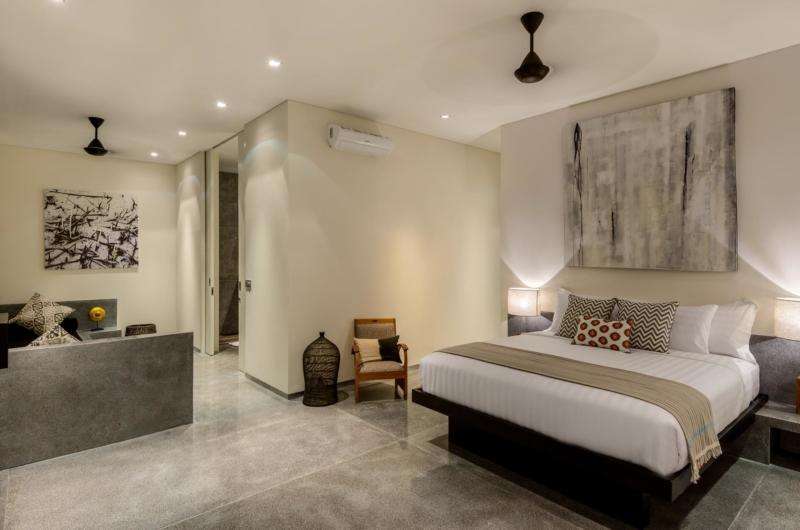 Bedroom with TV - Villa Waha - Canggu, Bali
