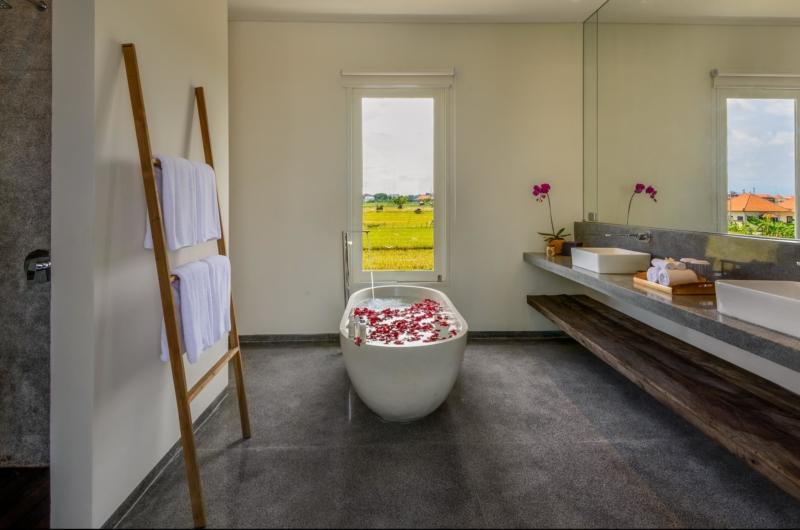 Romantic Bathtub Set Up - Villa Waha - Canggu, Bali