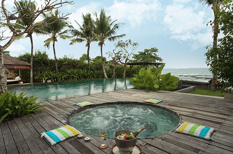 Pool Side Jacuzzi - Villa Waringin - Pererenan, Bali
