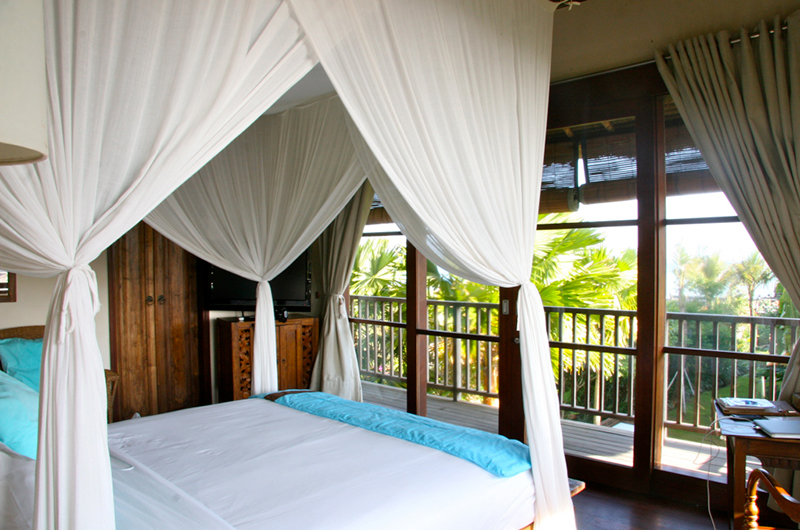 Bedroom and Balcony with View - Villa Waringin - Pererenan, Bali