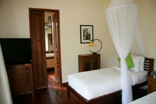 Twin Bedroom with Wooden Floor - Villa Waringin - Pererenan, Bali