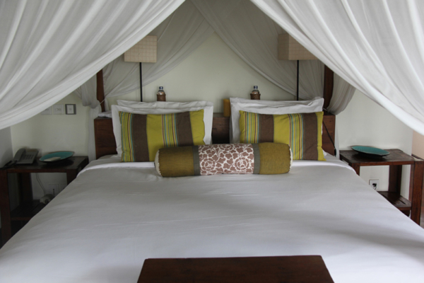Bedroom with Four Poster Bed - Villa Waringin - Pererenan, Bali