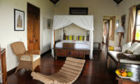 Bedroom with Sofa - Villa Waringin - Pererenan, Bali