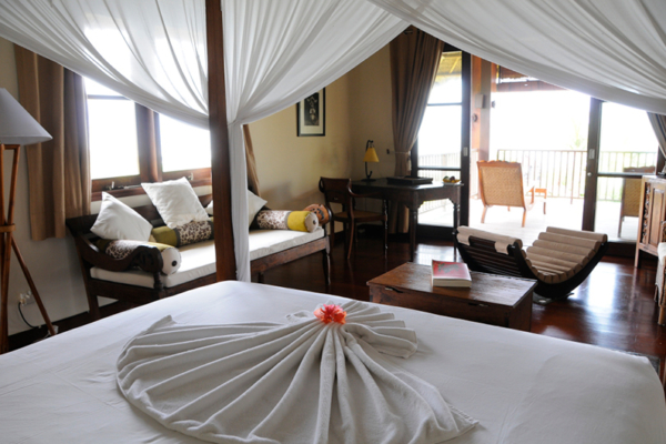Bedroom and Balcony with Seating Area - Villa Waringin - Pererenan, Bali
