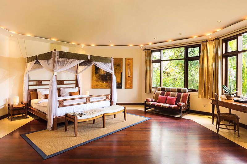 Spacious Bedroom with Seating Area - Villa Waru - Nusa Dua, Bali