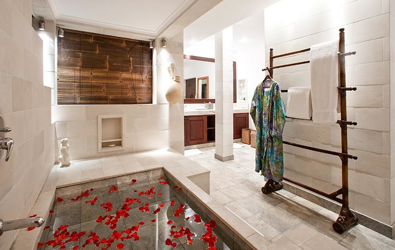 Bathtub with Rose Petals - Villa Waru - Nusa Dua, Bali