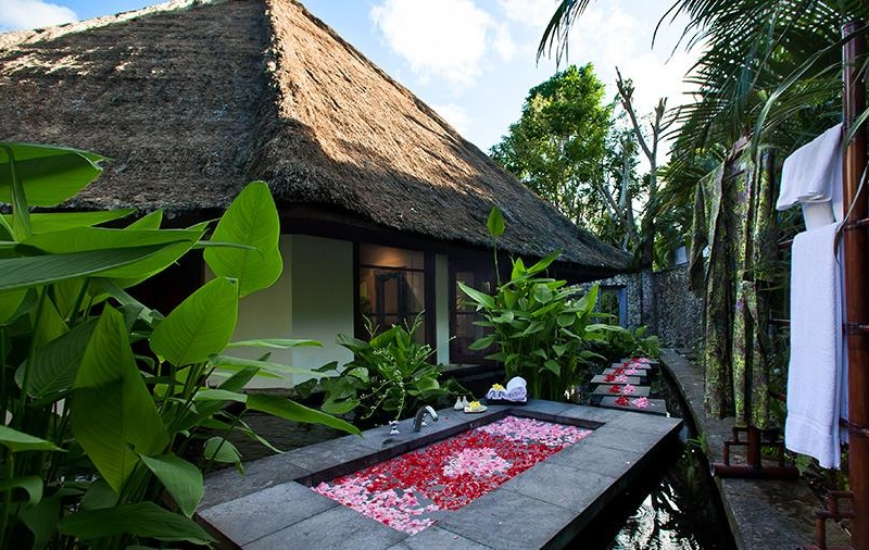 Outdoor Bathtub with Rose Petals - Villa Waru - Nusa Dua, Bali