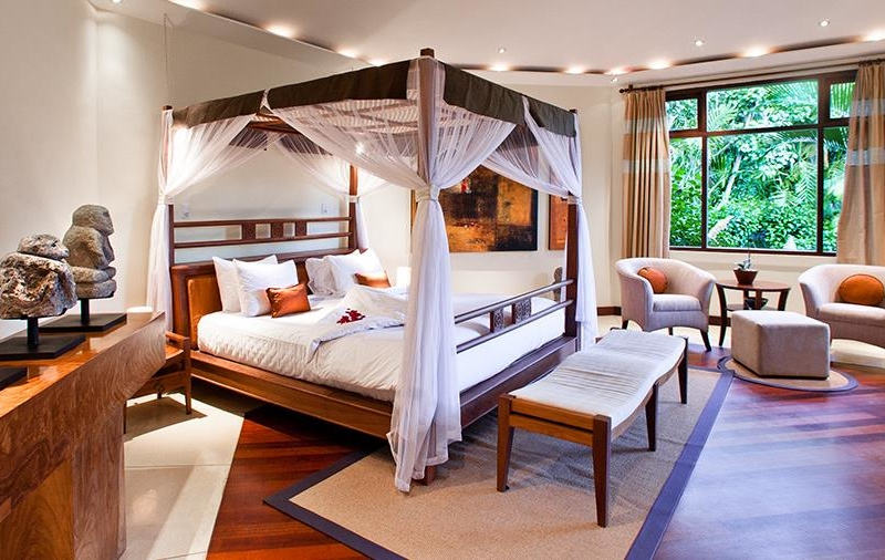 Bedroom with Four Poster Bed - Villa Waru - Nusa Dua, Bali