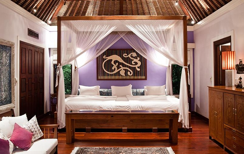 King Size Bed with Wooden Floor - Villa Waru - Nusa Dua, Bali