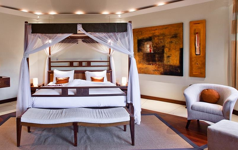 King Size Bed with Seating Area - Villa Waru - Nusa Dua, Bali