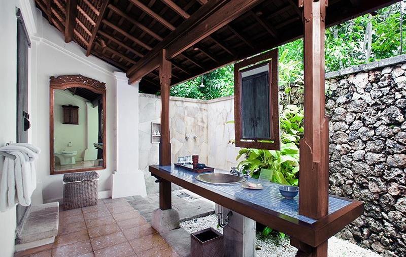 Semi Open Bathroom - Villa Waru - Nusa Dua, Bali
