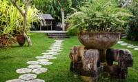 Lawns - Villa Waru - Nusa Dua, Bali