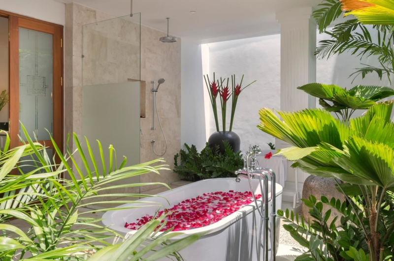 Romantic Bathtub Set Up - Villa Windu Asri - Seminyak, Bali