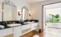 En-Suite His and Hers Bathroom with Mirror - Villa Windu Asri - Seminyak, Bali