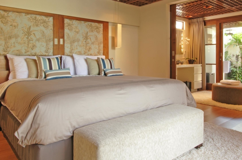 King Size Bed with Wooden Floor - Villa Windu Sari - Seminyak, Bali