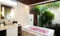Semi Open Bathroom with Bathtub - Villa Windu Sari - Seminyak, Bali