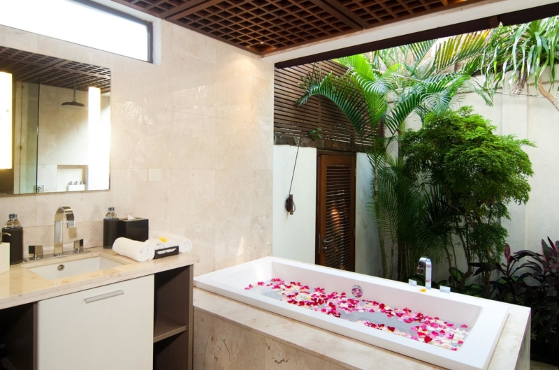 Romantic Bathtub Set Up - Villa Windu Sari - Seminyak, Bali