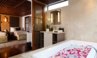 Bathroom with Bathtub and Mirror - Villa Windu Sari - Seminyak, Bali