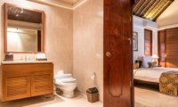 Bedroom and Bathroom - Villa Yasmine - Jimbaran, Bali