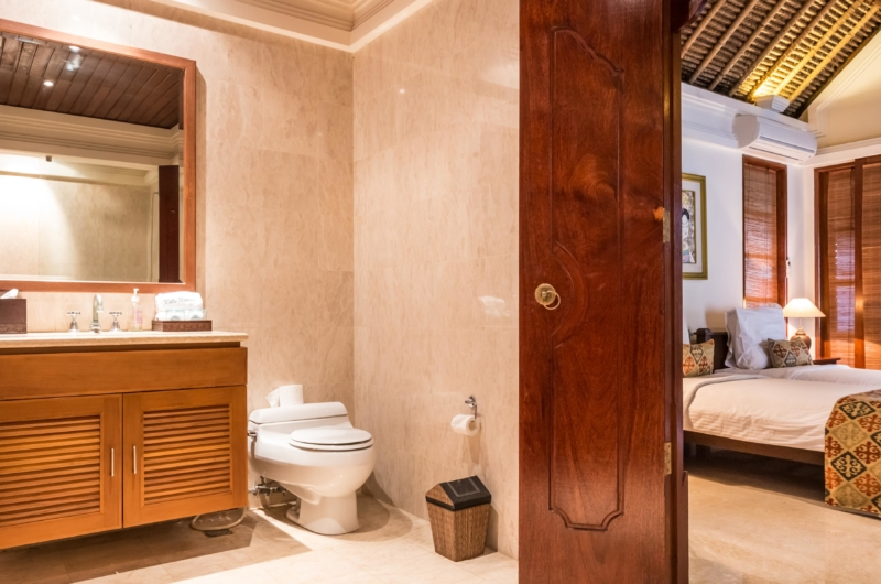 Bedroom and Bathroom - Villa Yasmine - Jimbaran, Bali