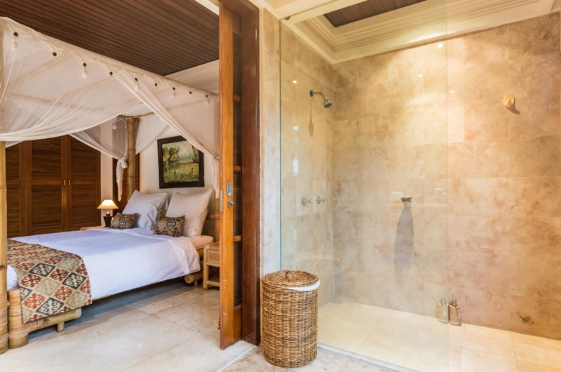 Bedroom and Bathroom with Shower - Villa Yasmine - Jimbaran, Bali