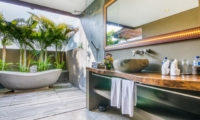 Bathroom with Bathtub - Villa Yoga - Seminyak, Bali