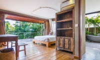 Bedroom and En-Suite Bathroom - Villa Yoga - Seminyak, Bali
