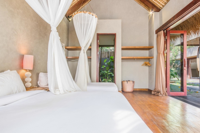 Twin Bedroom with Mosquito Net - Villa Yoga - Seminyak, Bali