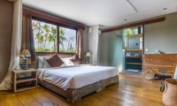 Bedroom and Bathroom - Villa Yoga - Seminyak, Bali