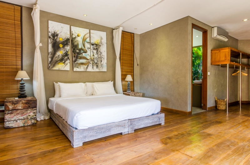 Bedroom with Table Lamps - Villa Yoga - Seminyak, Bali