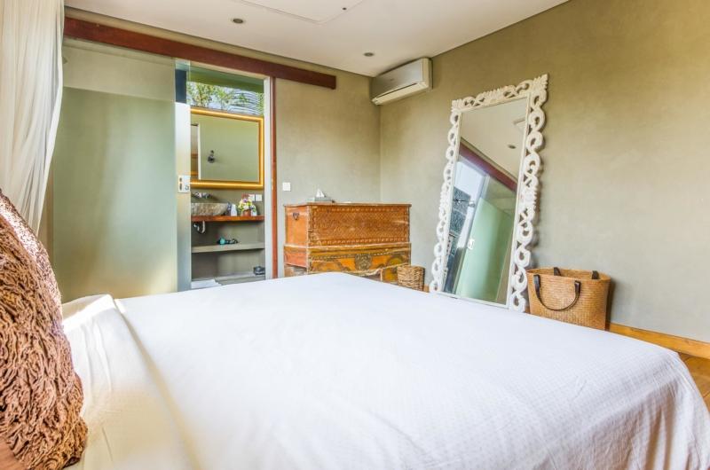 Bedroom with Mirror - Villa Yoga - Seminyak, Bali