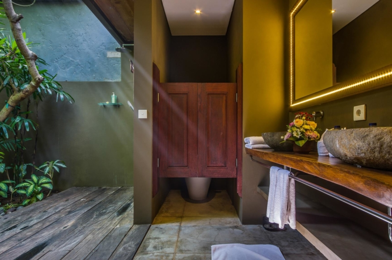 Semi Open His and Hers Bathroom - Villa Yoga - Seminyak, Bali