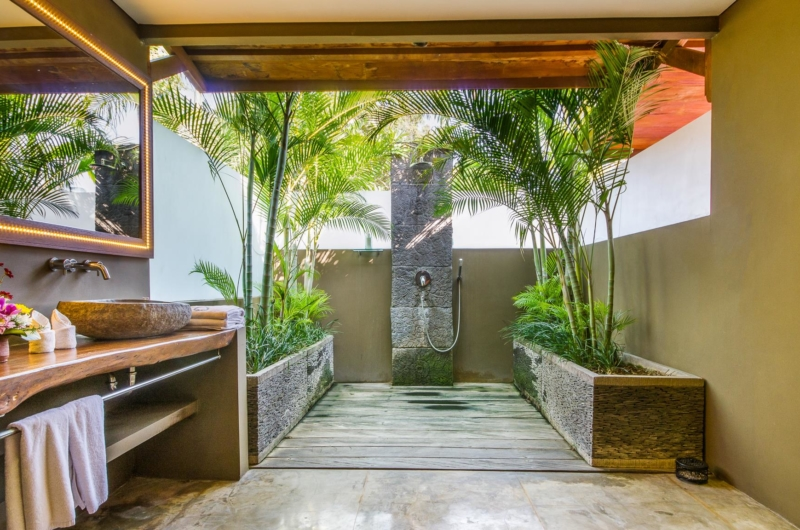 Semi Open Bathroom with Shower - Villa Yoga - Seminyak, Bali