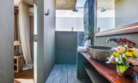 Bathroom with Mirror and Shower - Villa Yoga - Seminyak, Bali
