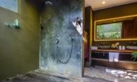 Shower - Villa Yoga - Seminyak, Bali